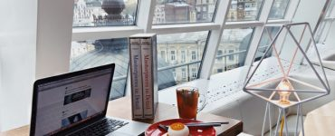 How to Work While Traveling: Stress-Saving Tips